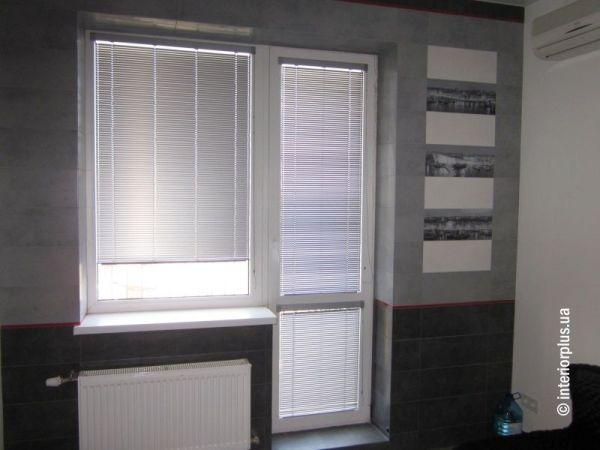 жалюзи горизонтальные на балконную двери, баконные окна цена харьков